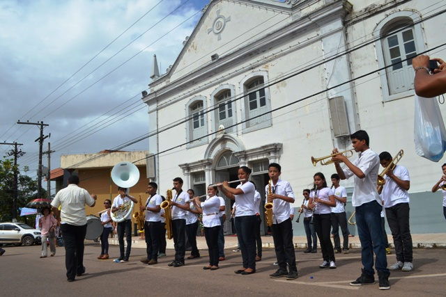 Banda que recepcionou devotos após a procissão de São José