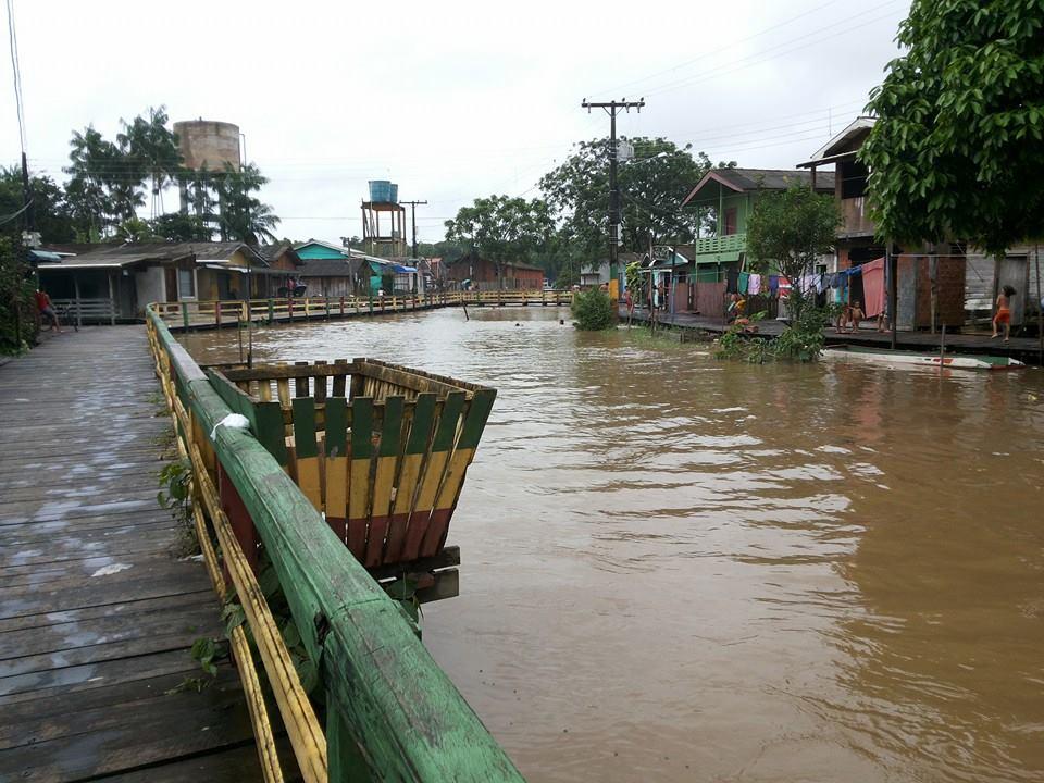 Canal que corta a cidade