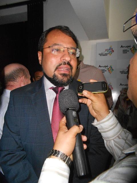 Governador Camilo Capiberibe. Governo intermediou negociação entre OI e o governo francês