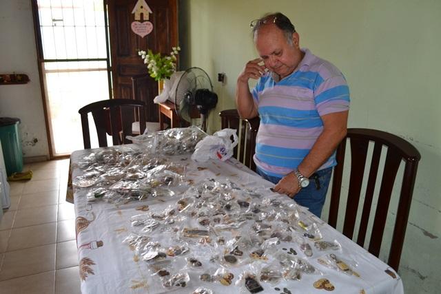 Nelson herdou o gosto por chaveiros do pai que quando morreu deixou para ele mais de 300 peças. Hoje são mais de 2 mil