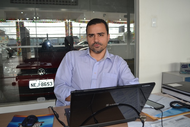 Tiago Camilo, gerente de concessionária