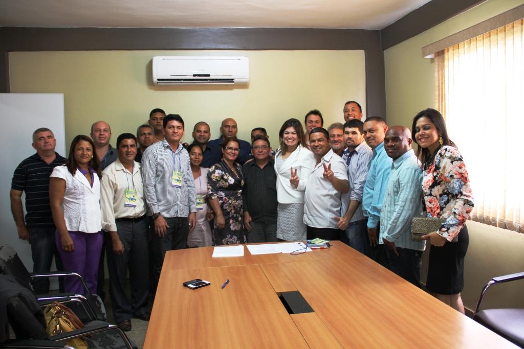 No centro da foto Aline Gurgel e a nova diretoria da União dos Vereadores do Amapá