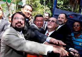 Camilo e ministro das Comunicações Paulo Bernardo, durante lançamento do Plano Nacional de Banda Larga no ano passado.