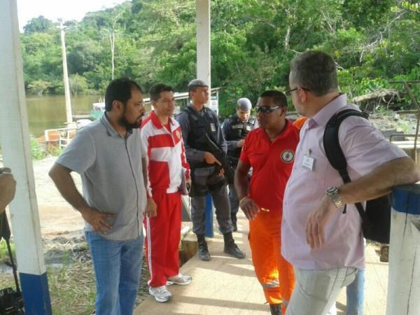 Governador Camilo Capiberibe conversa com representantes das duas empresas que constróem a baragem