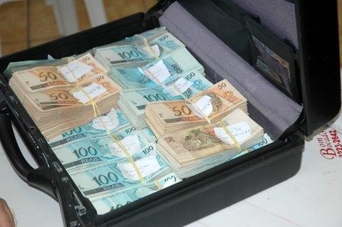 Dinheiro encontrado no gabinete do secretário