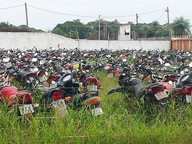 Motos e carros que não são procurados pelo donos há mais de 90 dias serão vendidos