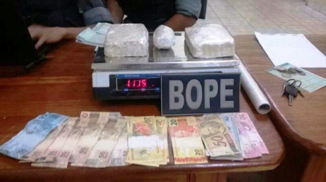 Dinheiro e drogas apreendidos em uma das operações recentes do Bope