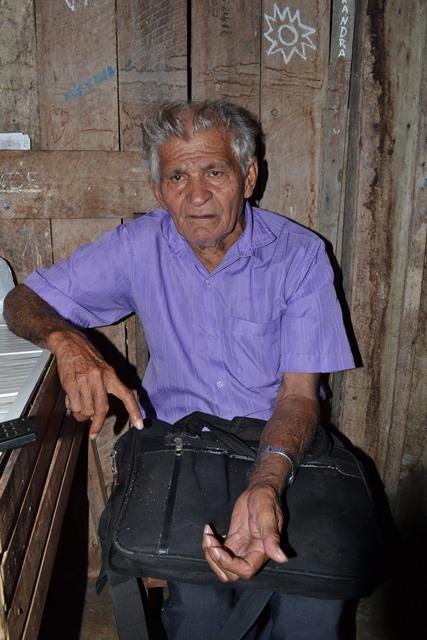 Apesar dos 11 filhos, Simãozinho vive sozinho por vontade própria