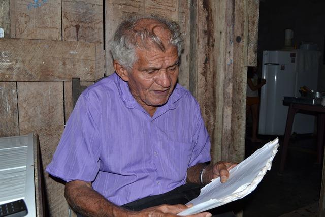 Simãozinho afirma que vendeu 20 mil exemplares de seus livros, mas mesmo assim, vive sozinho e de forma muito humilde