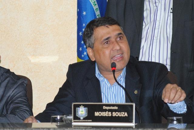 Sessão presidida por Moisés Souza (PSC)