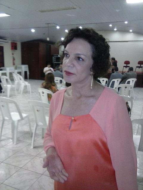 """Fátima Pelaes (PMDB-AP): """"percebemos resistência do governo"""""""