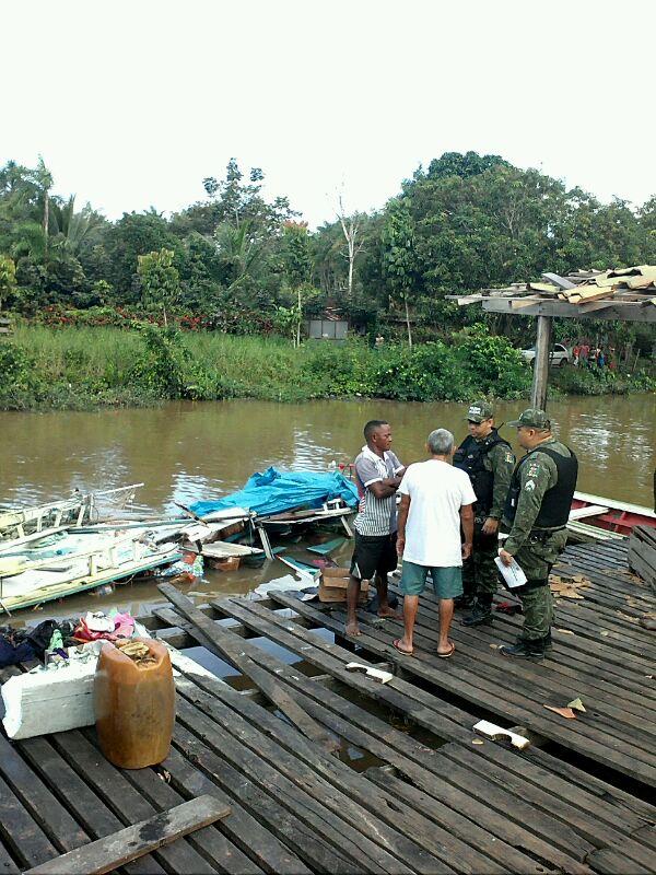 Policiais do Batalhão Ambiental conversam com testemunhas