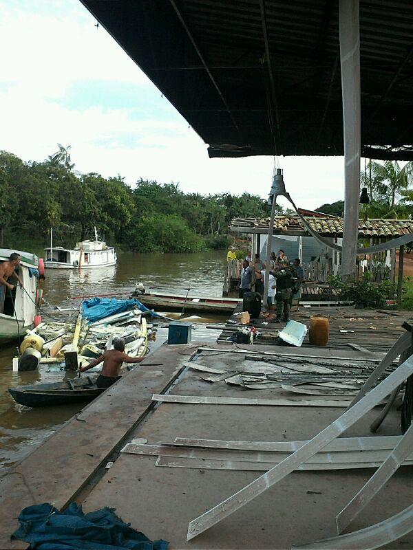 Explosão foi bem ao lado do posto de combustível que atende barcos de ribeirinhos