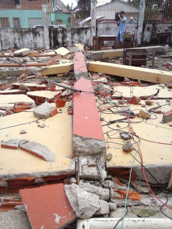Muro da escola não resistiu à força do vento