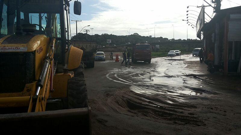 Primeiro trabalho de reparo do asfalto, pelo pela PMM, não deu certo e precisou ser refeito.