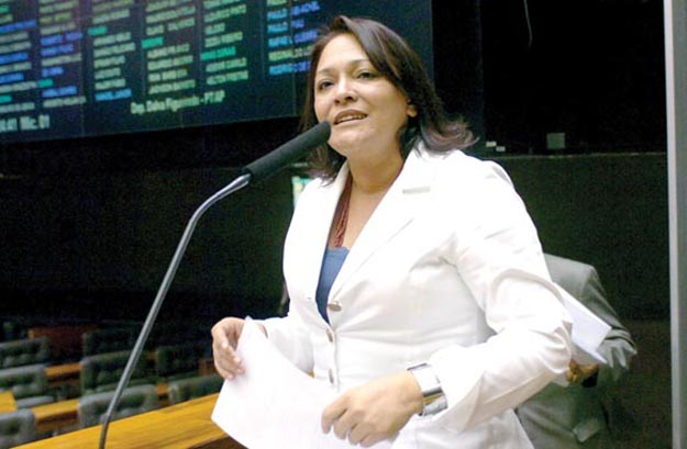 Dep. Dalva Figueiredo (PT-AP), autora da PEC 111