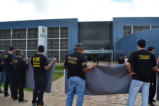 Manifestação mobilizou 40 dos 50 policiais lotados na superintendência do AP