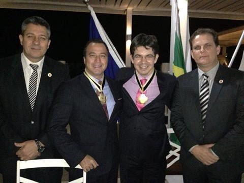 Na foto, Randolfe com o procurador Alexandre Camanho, o presidente da Fenapef, Jones Borges Leal, e o vice, Luís Bourdens.