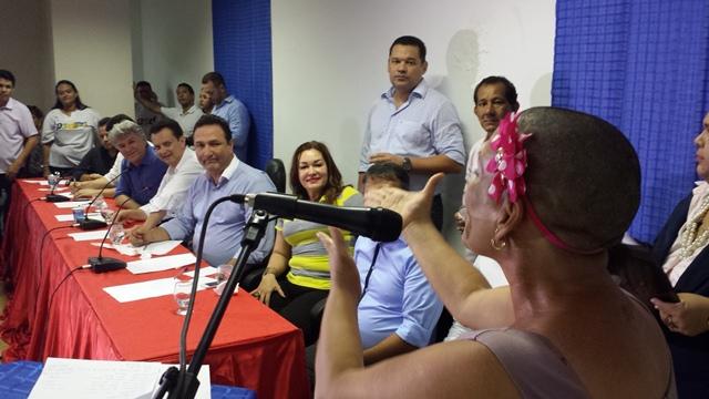 Suzana Carvalho, paciente de câncer, em discurso que emocionou