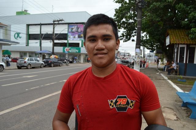 Erick Silva, teve a moto apreendida, e diz que não tem como pagar a multa de R$ 1,2 mil