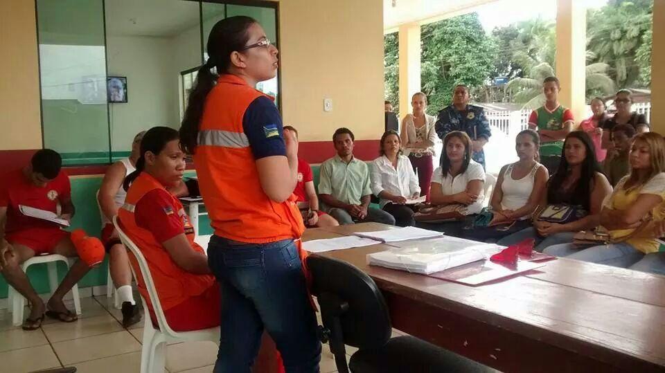 Reunião da Defesa Civil com as equipes que atuarão no atendimento às famílias