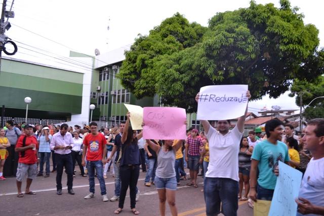 Manifestantes vieram de vários cantos da capital organizados por entidades e partidos políticos