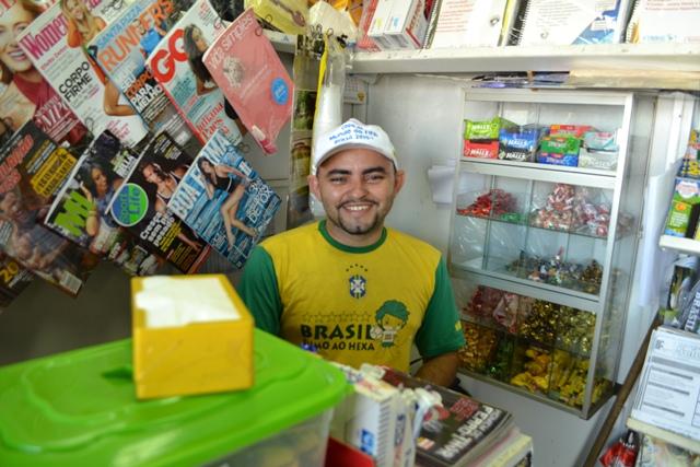 """Comerciante Paulo, dono da banca: """"Mais de 100 famílias por domingo"""""""