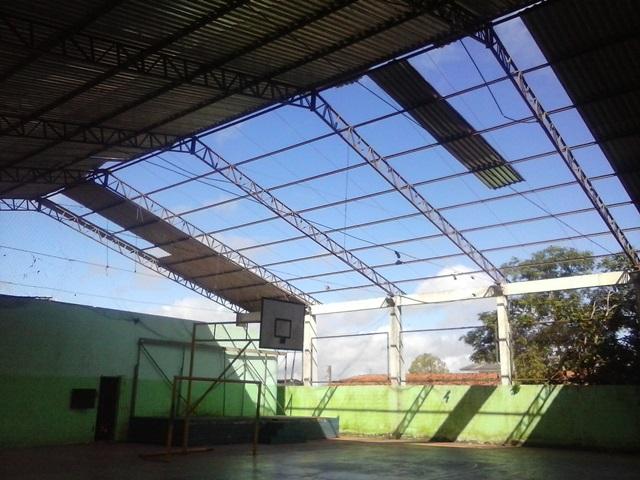 Ventania levou parte do telhado há quase 6 meses