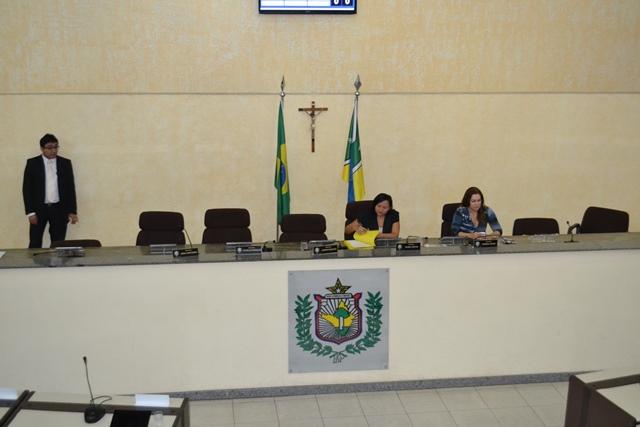A sessão foi presidente pela deputada Rosely Matos (Democratas) que não falou com a imprensa