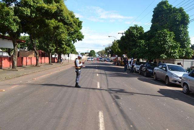 PM precisou bloquear a Rua Hamilton Silva para garantir o direito de protesto dos pacientes