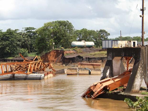 Foto tirada após o desastre em Santana onde 6 operários morreram