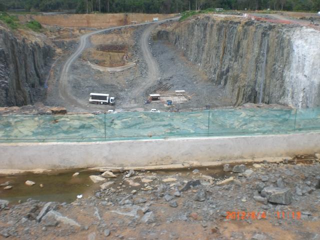 Muro de contenção romou-se inundando o reservatório e matando quatro operários