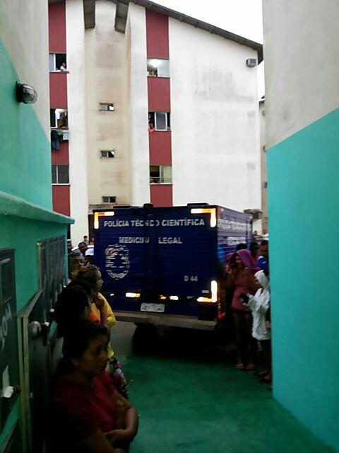 Em fevereiri, carro-tumba da Politec entra no Mucajá para remover dois corpos de pessoas assassinadas