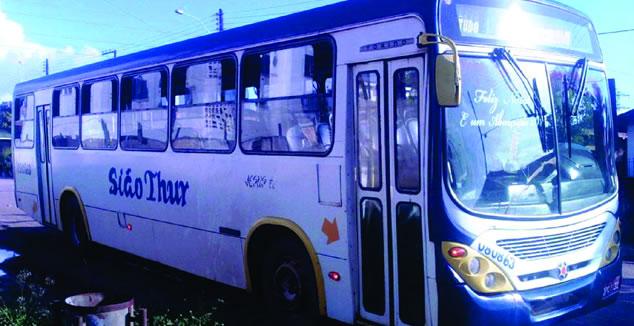 Assaltantes fazem arrastão em ônibus na Zona Norte