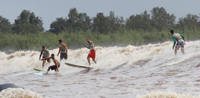 O surf na pororoca não é recomendável como atividade esportiva no local, de acordo com a Sema. Foto: arquivo