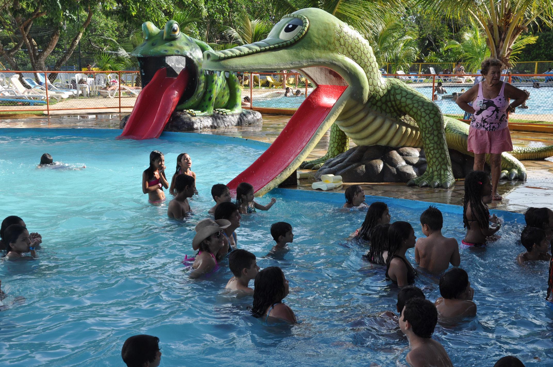 Uma das piscinas do parque aquático da AABB. Em 2015 piscina com ondas