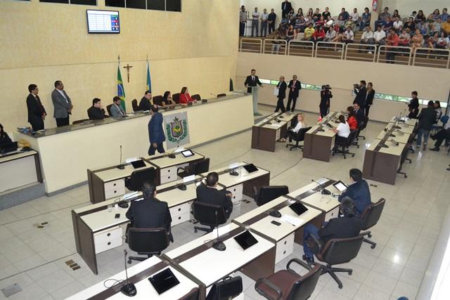 Mineiro diz que pelo menos sete partidos compõem a aliança em torno de seu nome