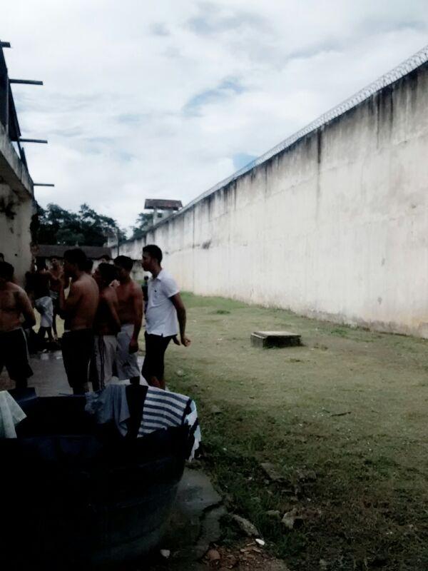 Caminho que os presos fizeram do Pavilhão de celas até a muralha. Nenhum agente ou policial militar viu movimentação