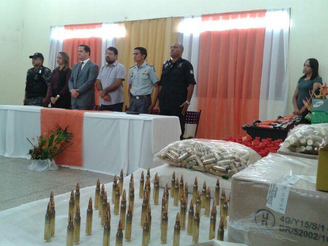 Além das armas não letais, Iapen recebeu munição de verdade