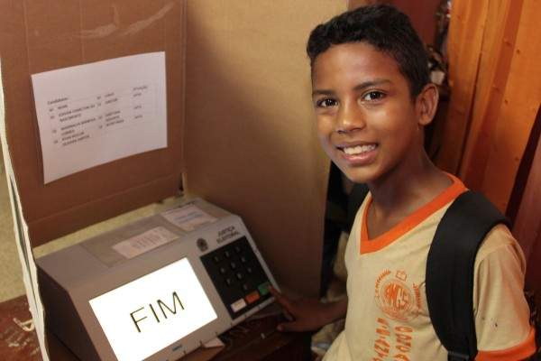 menino votando