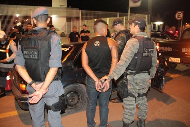 Policiais prenderam 9 pessoas em flagrante, a maioria por tráfico