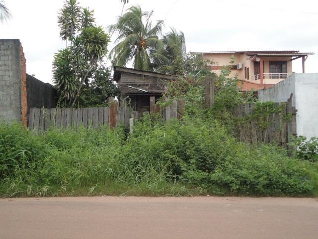 Terreno abandonado na cidade de Macapá