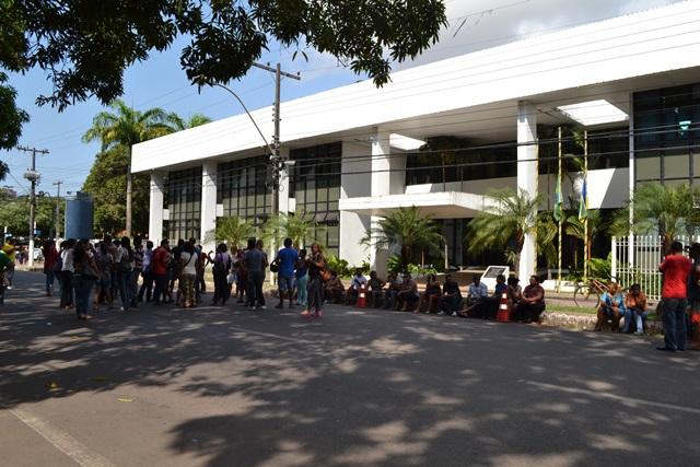 Justiça bloqueia contas da UDE e serventes e merendeiras ficam sem salários