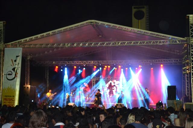 """Cerca de 3 mil pessoas foram até o meio do mundo acompanhar os artistas da """"música livre"""""""