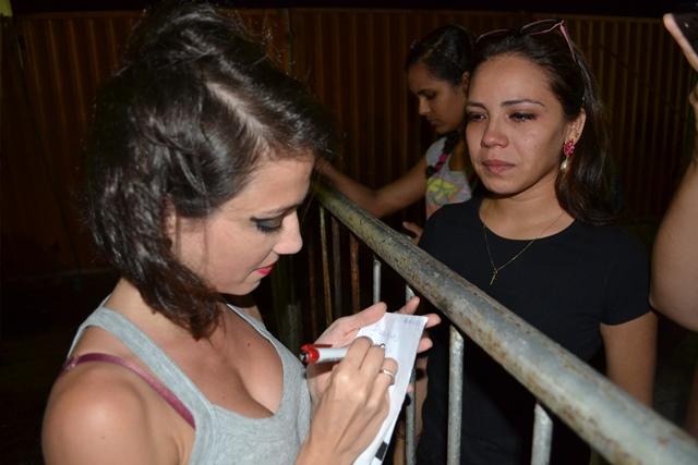 Performática Andréa Babour e a fã Bruna Luiza