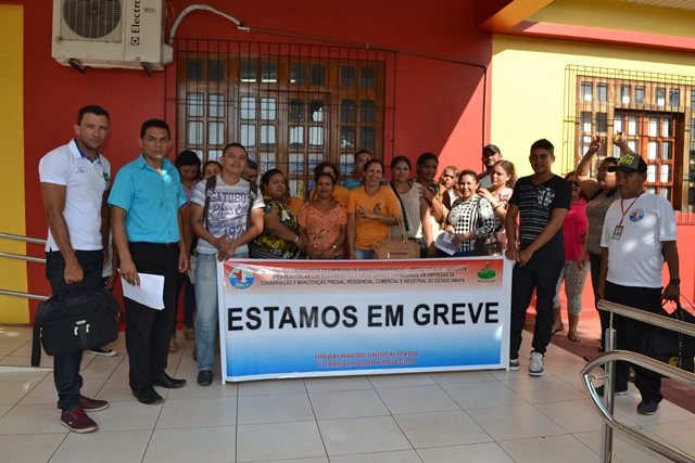 Funcionários terceirizados da Fcria cobram salários atrasados