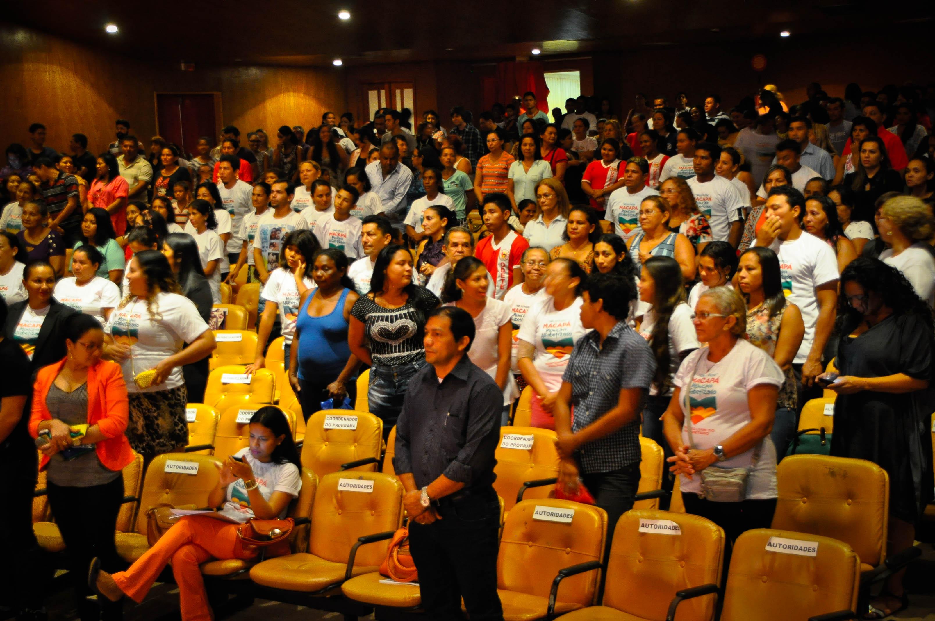 Programa quer alfabetizar 6 mil pessoas em Macapá