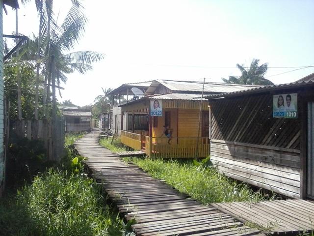 Moradores da ponte do Pantanal, em Fazendinha, receberam orientações sobre a doença