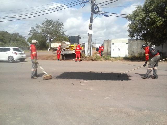 Operação tapa buracos nas ruas e avenidas do Marabaixo