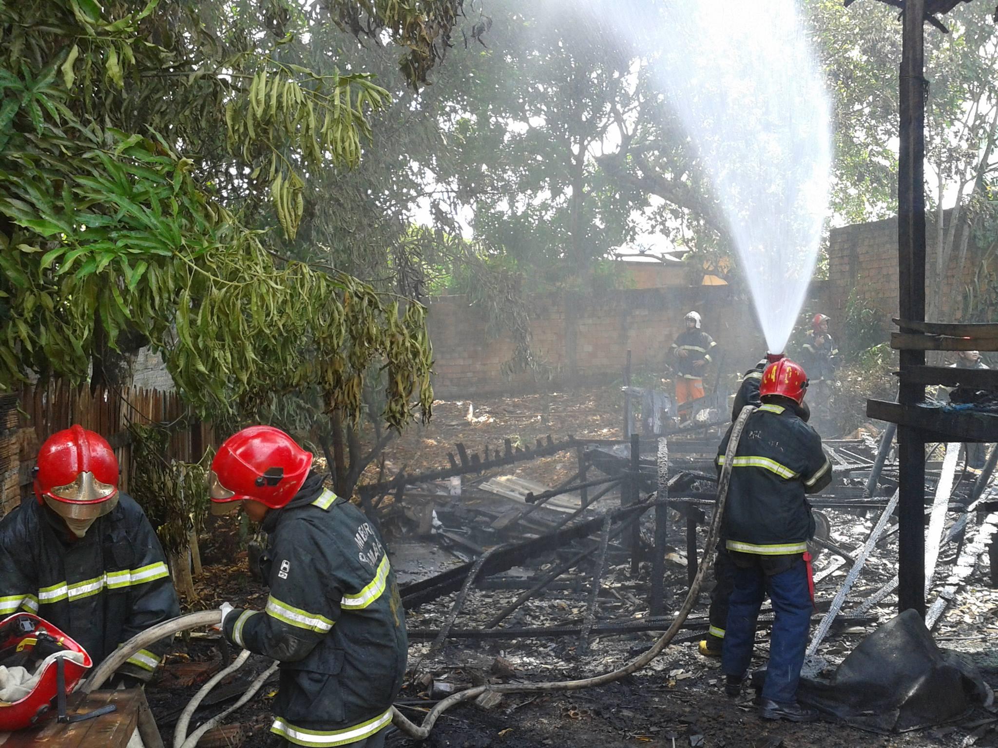 Bombeiros chegaram a tempo de evitar que o fogo se alastrasse